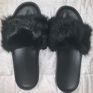 UGG blk fury Slipper Never worn Size 10